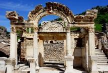 Tempel of Hadrian