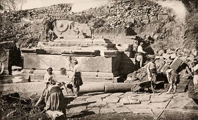Archaeologists work in the necropolis